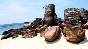 Niektóre skały na plaży obrazy stock