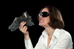 Niemądry model z okularami przeciwsłonecznymi Bawić się z Faszerującym zwierzęciem Obraz Royalty Free