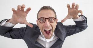 Niemądry 40s kierownik ma załamanie nerwowe bawić się jak potwór zdjęcia stock