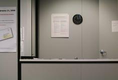 Niemand am Aufnahme-Schreibtisch Lizenzfreies Stockfoto