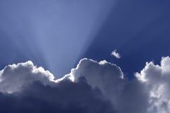 Niemcy, Bavaria, Irschenhausen, cumulus chmury w niebieskim niebie Obraz Stock