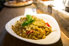 Niemcy Berlińska Włoska restauracja, Włoska bufet restauracja, duży jedzenie, makaron fotografia royalty free