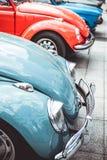 NIEMCY, BOCHUM: MAJ 07, 2016 Rocznik retro czerwień i błękitny stary samochód Fotografia Royalty Free