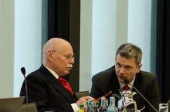 NIEMCY, LEIPZIG - DEZEMBER 07, 2017: Ulrich Maeurer, minister opowiada wnętrze SPD w Bremen konferencja I Obrazy Stock