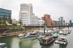 25 Niemcy Październik 2018, Dusseldorf Fasada nowożytna architektura, punkt zwrotny i obserwacja pokład na pięknym projekcie, fotografia stock