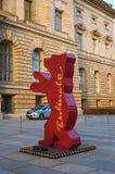 Niemcy Postać niedźwiedź w Berlin Luty 16, 2018 zdjęcia royalty free
