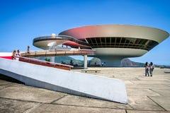 Niemeyers Niteroi samtida Art Museum som tas i Niteroi, Rioi de Janeiro, Brasilien royaltyfri bild