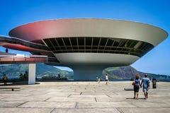 Niemeyers Niteroi samtida Art Museum som tas i Niteroi, Rioi de Janeiro, Brasilien arkivfoto