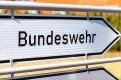 Niemiec Bundeswehr znak blisko koszary fotografia royalty free