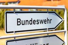 Niemiec Bundeswehr znak blisko koszary zdjęcie stock