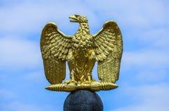 Niemiec Eagle złotego emblemata otwarci skrzydła obraz stock