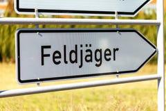 Niemiec Feldjaeger znak blisko koszary zdjęcie royalty free