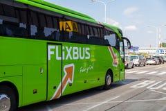 Niemiec Mercedes benz autobus od flixbus Zdjęcia Royalty Free