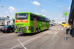 Niemiec Mercedes benz autobus od flixbus Zdjęcie Royalty Free