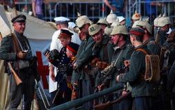 Niemiecka żołnierz poza dla fotografii Zdjęcia Royalty Free