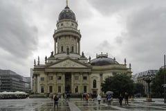Niemiecka Bliźniacza katedra w Berlin deszczowy dzień, Niemcy obraz stock