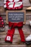 Niemiecka wesoło kartka bożonarodzeniowa z niemieckim tekstem - dekorującym w czerwieni, Obraz Stock