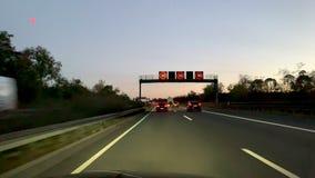 Niemiecki autobahn przy wschód słońca POV wcześnie rano zbiory