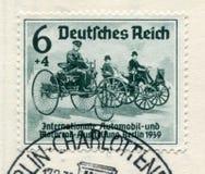 Niemiecki dziejowy znaczek: Pierwszy samochody Karl Benz Daimler i Gottlieb ?Mi?dzynarodowy samoch?d i motorowy przedstawienie w  zdjęcie stock