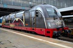 Niemiecki elektrycznego pociągu lokomotoryczny silnik Monachium Niemcy Obraz Royalty Free