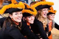 Niemiecki folklor grupy taniec w Karnawałowym Fasching na Różanym Monda zdjęcia stock