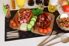 Niemiecki Knackwurst, Surowy Bratwurst, kiełbasy, Knackwurst, jedzenie Zdjęcia Stock