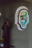 Niemiecki kościół katolicki z religijnymi szczegółami wokoło ołtarza i a zdjęcie royalty free