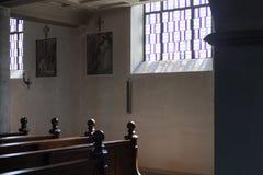 Niemiecki kościół katolicki z religijnymi szczegółami wokoło ołtarza i a obraz royalty free