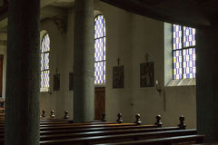 Niemiecki kościół katolicki z religijnymi szczegółami wokoło ołtarza i a fotografia stock