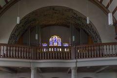 Niemiecki kościół katolicki z religijnymi szczegółami wokoło ołtarza i a obraz stock