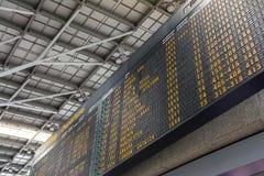 Niemiecki Lotniskowy Abflug odjazdów rozkładu zajęć rozkładu znak Informa Zdjęcia Stock