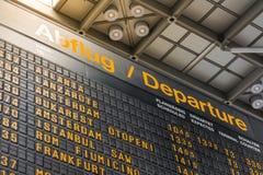Niemiecki Lotniskowy Abflug odjazdów rozkładu zajęć rozkładu znak Informa obraz stock