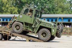 Niemiecki militarny forklift FUG 2,5 na przyczepie Obraz Stock