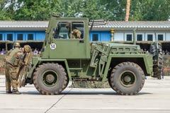 niemiecki militarny forklift FUG 2,5 podnosi barłóg Zdjęcia Royalty Free