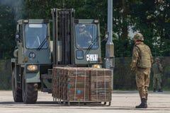 niemiecki militarny forklift FUG 2,5 podnosi barłóg Fotografia Royalty Free