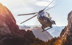 Niemiecki militarny helikopter w locie Zdjęcia Stock