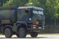 Niemiecki militarny Iveco 8x8 tankowiec Fotografia Stock