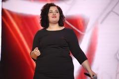 Niemiecki piosenkarz Anna Naklab wykonuje przy sceną Zdjęcie Stock