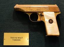 Niemiecki pistoletowy Walther Mod 8 w muzeum na Petrovka, 38, Główny dział ministerstwo sprawy wewnętrzne Moskwa obrazy stock