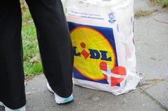 NIEMIECKI sklepu spożywczego LIDL sklep I torba na zakupy Zdjęcie Royalty Free