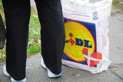 NIEMIECKI sklepu spożywczego LIDL sklep I torba na zakupy Obrazy Royalty Free