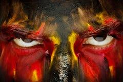 Niemiecki sporta fan patriota Malująca kraj flaga na gniewnej mężczyzna twarzy Czarcich oczu zamknięty up zdjęcie stock