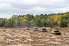 Niemieckie główne batalistycznych zbiorników przejażdżki na polu bitwy Zdjęcie Royalty Free
