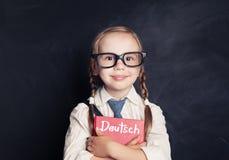 Niemieckiego języka pojęcie Śliczny dziecko uczeń zdjęcia royalty free