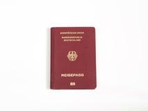 Niemieckiego paszporta odosobniony biały tło Zdjęcia Royalty Free