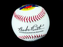 Niemowlęcia Ruth Pamiątkowy 100th urodziny Autographed piłkę obraz stock