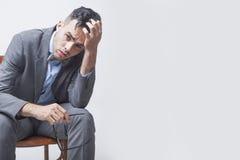 Nienawidzę mój biurową pracę W biurze biznesmena młody działanie depresja Obraz Royalty Free