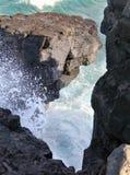 nieobecności duży przylądka gris Mauritius rafowe południowe fala Fala przerwy przeciw okolicznym skałom obraz royalty free