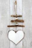 Nieociosana Driftwood serca wisząca ozdoba obraz stock