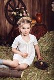 Nieociosana mała dziewczynka w biel sukni Obraz Stock